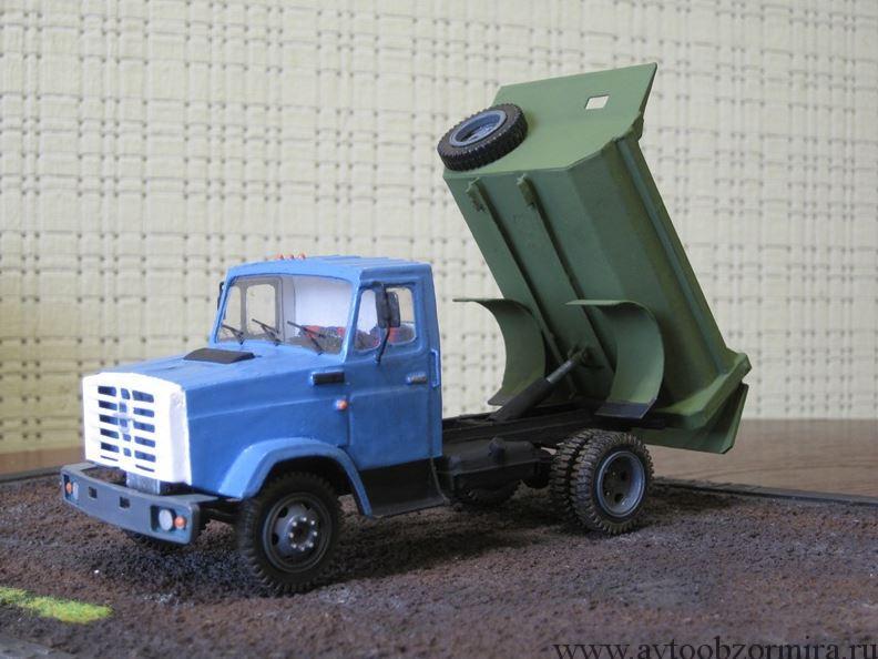 ЗИЛ-4331 самосвал модель из бумаги с поднятым кузовом вид с левого кузова